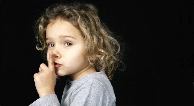 Ребенок боится громких звуков изображение